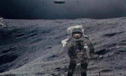 阿波罗20号发现UFO